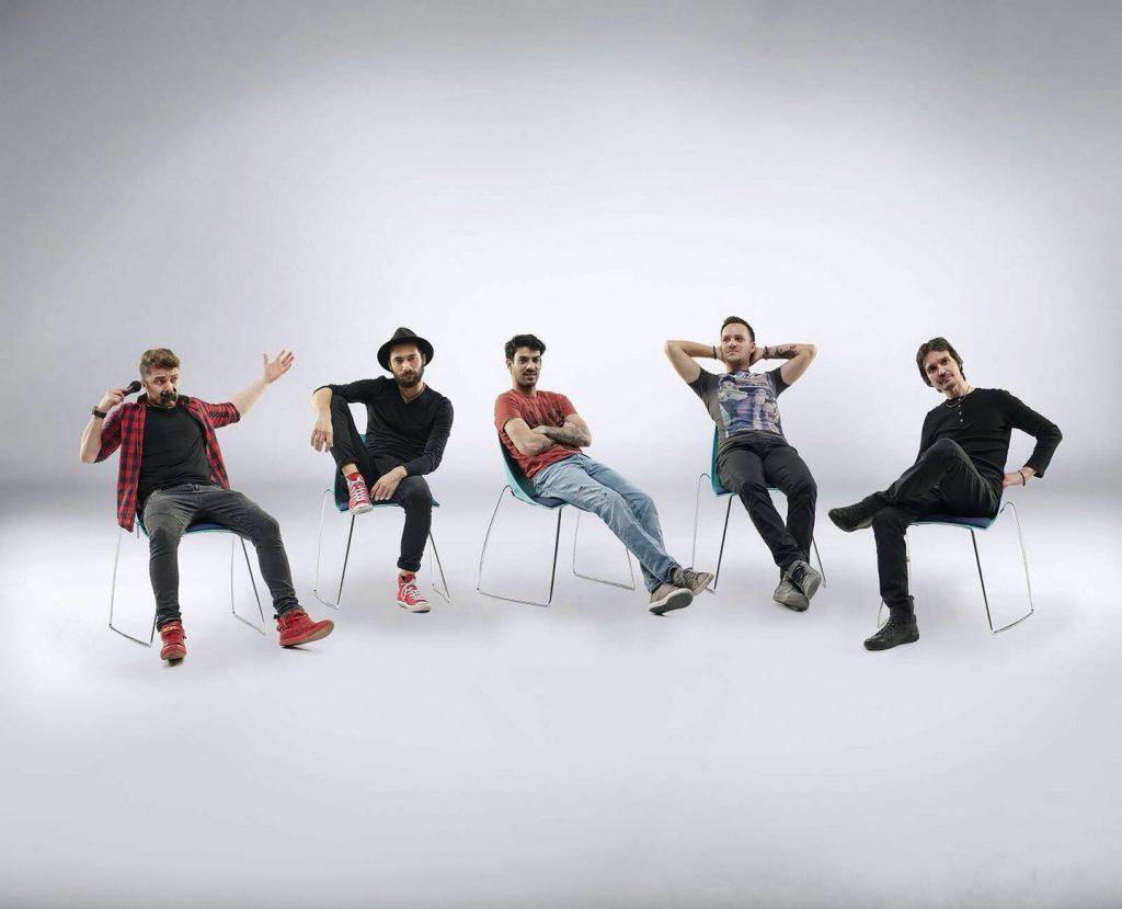 Band de cover-uri interpretează hituri de odată și actuale.